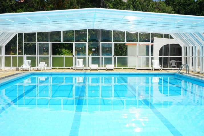 pool-375466_960_720