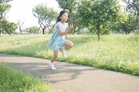 世界ジュニア3位が教える!運動会の徒競走やリレーで子供が速く走れるようになるコツ