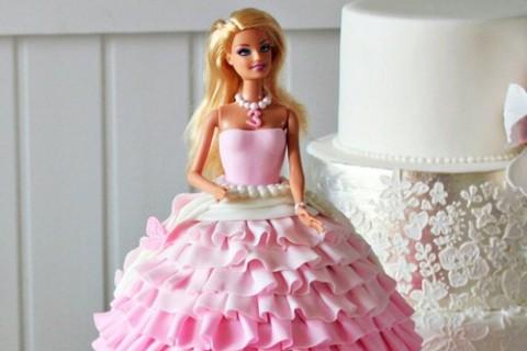 とっても簡単!子供のお誕生日パーティーを盛り上げる「ドールケーキ」の作り方