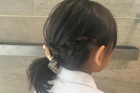 YouTubeで話題の美容師が教える!【子供ヘアアレンジ】三つ編み+ヘッドアクセ