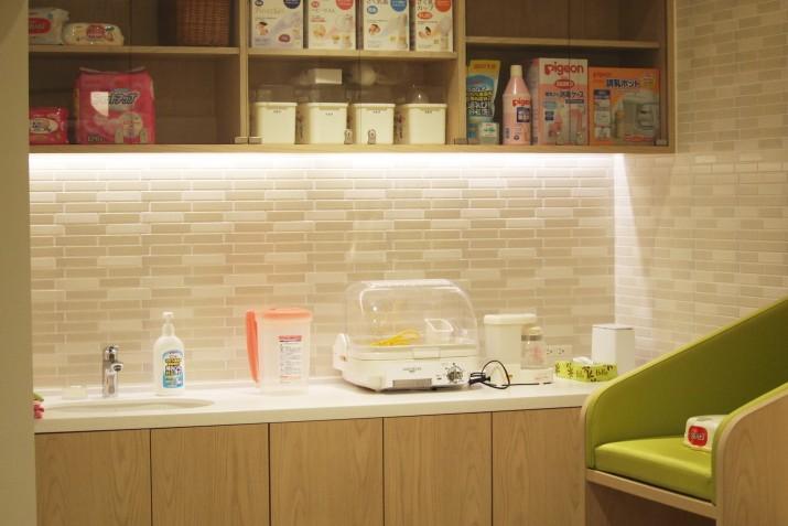 ピジョン本社に設置されている授乳室。社員以外の方でも利用できる。