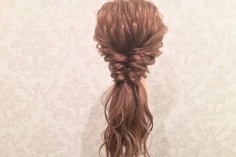 YouTubeで話題の美容師が教える!ゴム3つで作る、結婚式向けのくるりんぱヘア