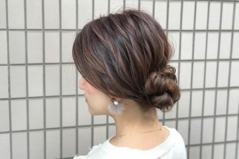 暗髪でも重たく見えない!三つ編み+ねじりで作るこなれヘア